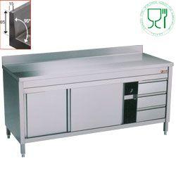 Table sur armoire neutre et 3 tiroirs à droite